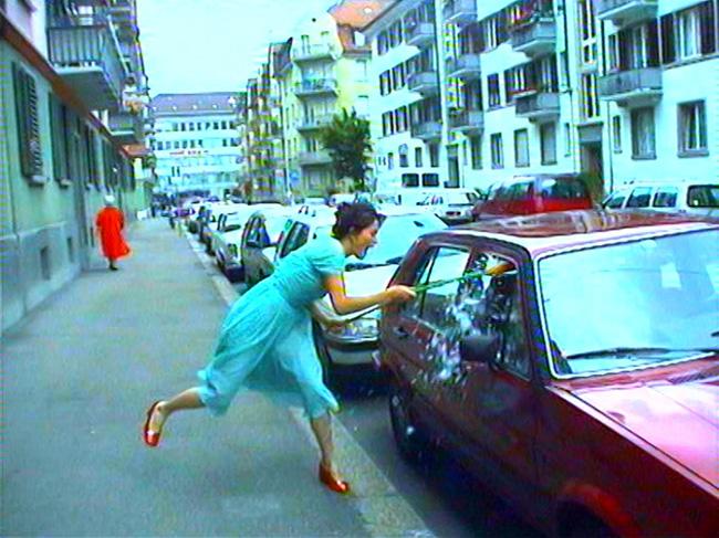 《永遠は終わった、永遠はあらゆる場所に》(ディデオ・スチル)1997年 2チャンネル・ヴィデオ・インスタレーション(4分9秒、8分25秒)© Pipilotti Rist, All images courtesy the artist, Hauser & Wirth and Luhring Augustine