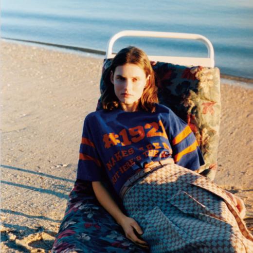 ファッションストーリー「伸びやかに緩やかに、ありのままを楽しむ」