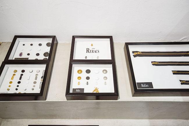 ボタン、コードエンドなどの付属品の材質も真鍮やクロム、金メッキなど用い、ユニセックスで使えるようオリジナルで作っている。