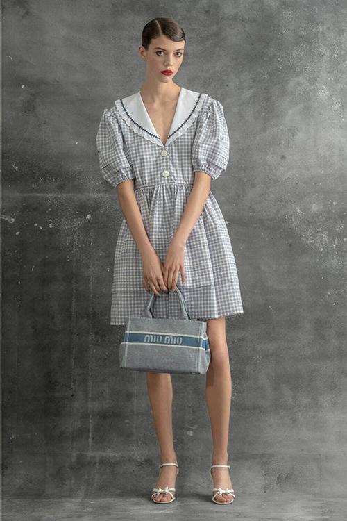 ドレス¥324,500 バッグ(W28×H20×D15cm)¥132,000