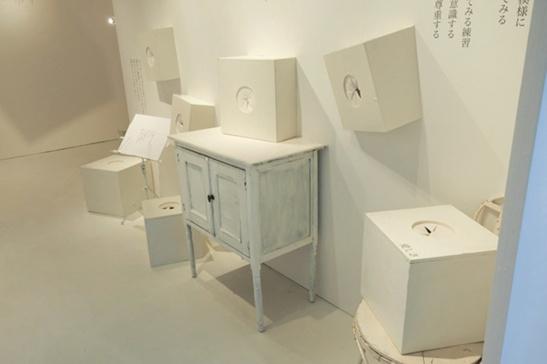 """""""思いを伝える""""という行動から喚起される心の状態をインタラクティブなインスタレーションとそれを包み込むような言葉によって構成。「思いを伝えるということ」展 心の部屋 2012(パルコミュージアム 渋谷パルコ)"""