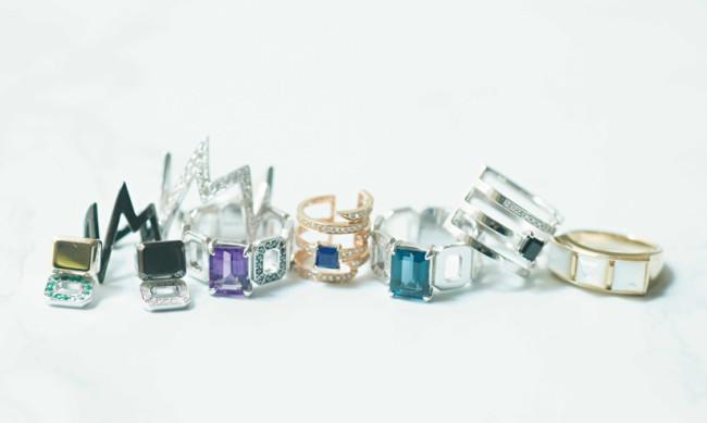 リング ¥64,000 ~、ピアス ¥75,000 ~ /すべ てRiefe Jewellery(リーフェ ジェエリー 03-6820-0889)