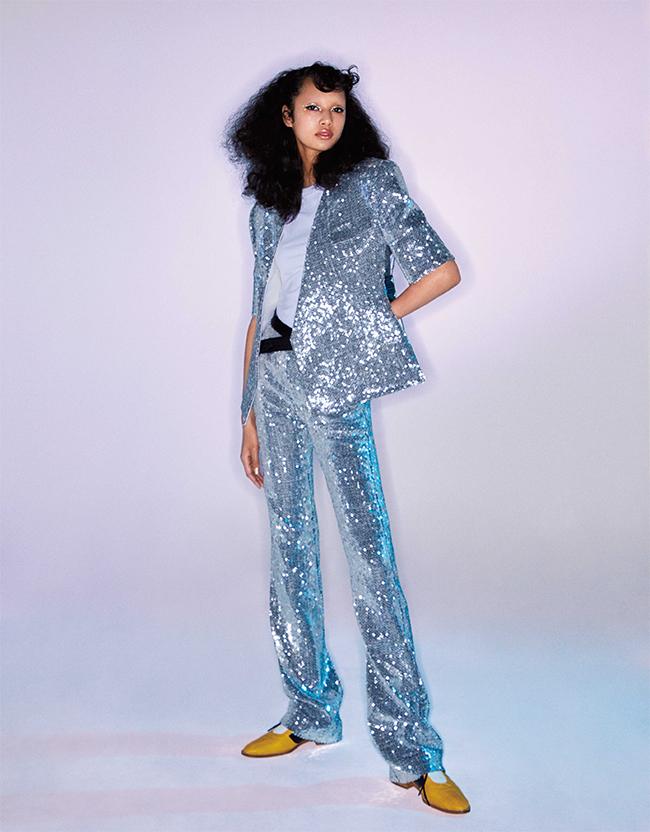 ジャケット¥670,000 Tシャツ 参考商品 パンツ¥520,000 シューズ¥118,000/すべてLouis Vuitton(ルイ・ヴィトン クライアントサービス  0120-00-1854)