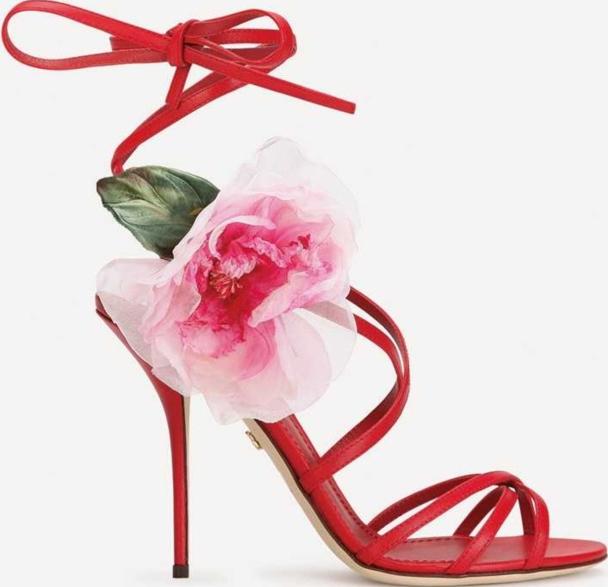 コサージュ付きサンダルヒール 10.5cm ¥182,600/Dolce&Gabbana(ドルチェ&ガッバーナジャパン 03-6419-2220)