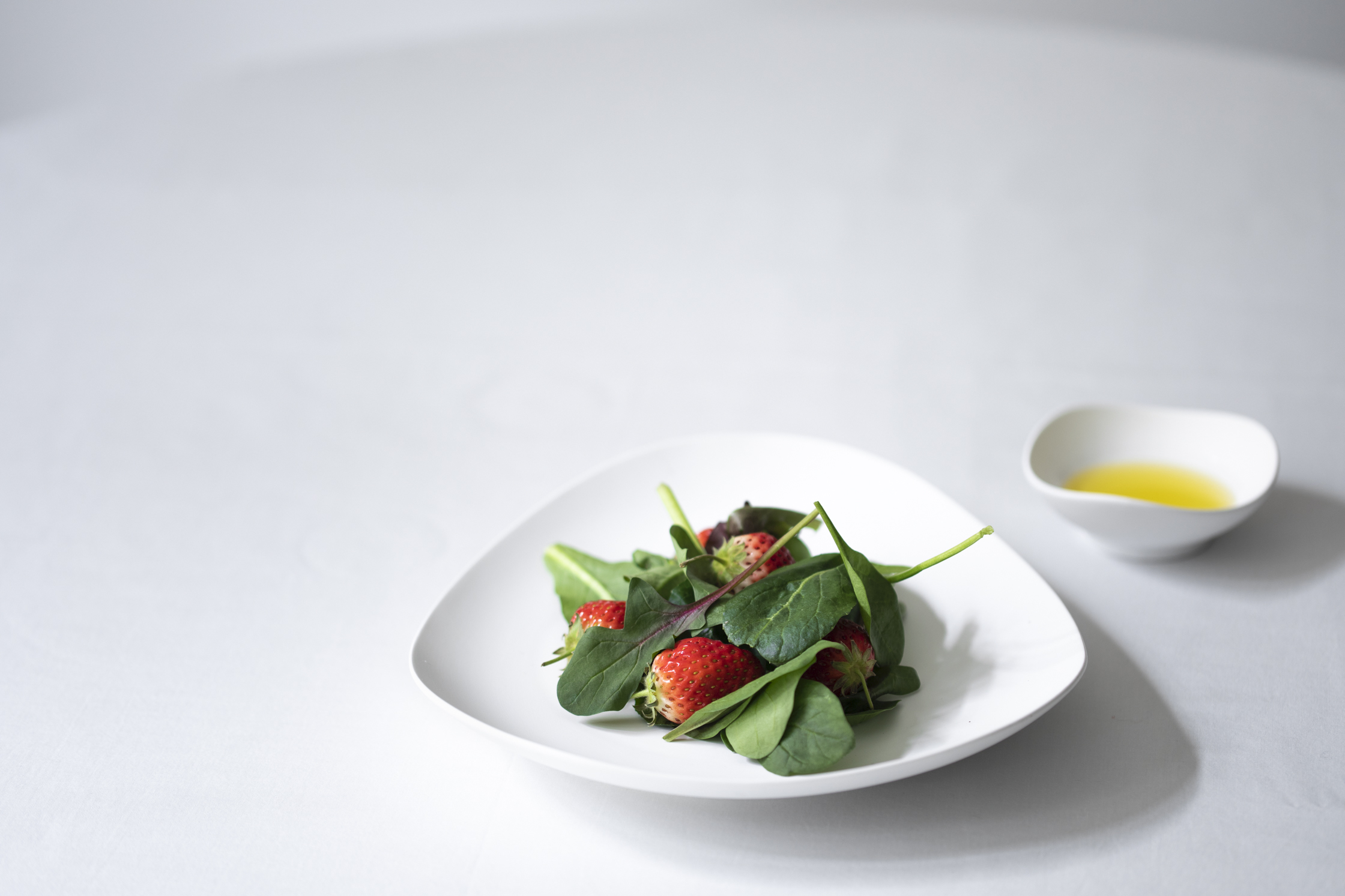 plate 245mm ¥3,300、almond dish ¥990 (税込)