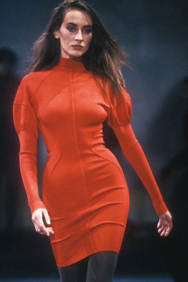 メゾン アライア1989-1990年秋冬コレクション。 Photo by Fashion Anthology / Aflo