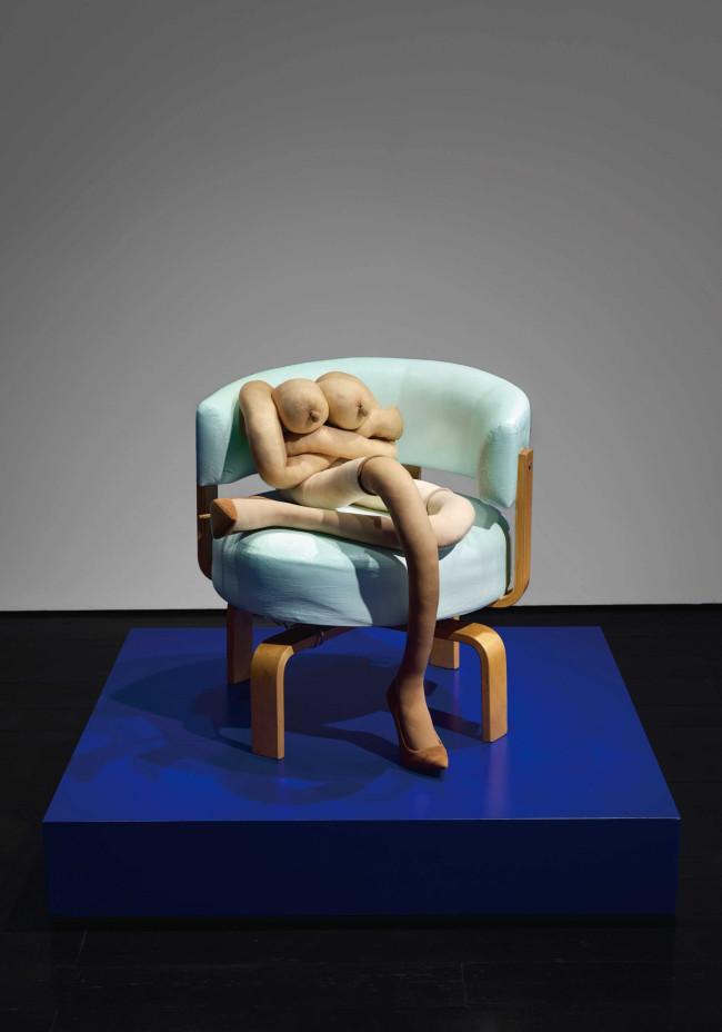 『CROSS DORIS』 © Sarah Lucas, Courtesy Contemporary Fine Arts, Berlin and Sadie Coles HQ, London. Photo: Matthias Kolb