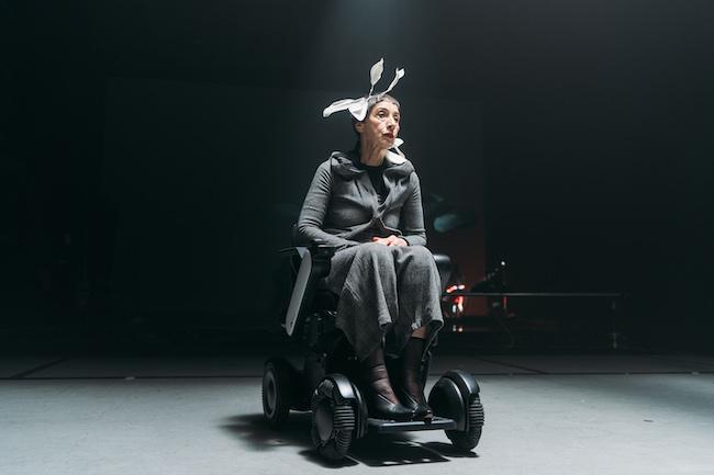 70歳超の現役モデル・我妻マリと、電動車椅子WHILL(ウィル)のコラボレーション。(我妻マリ×ヴィンテージファッション×WHILL)