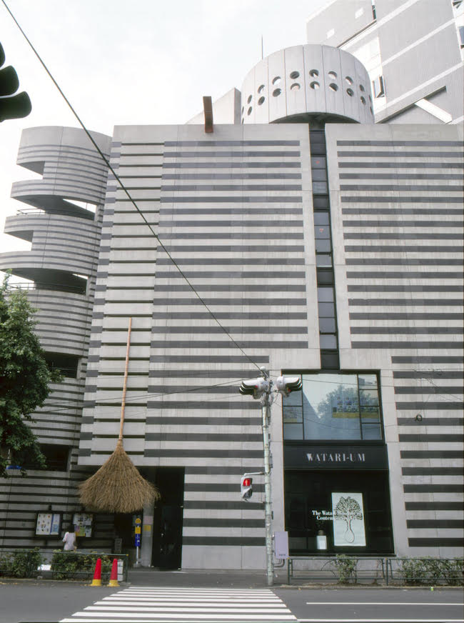 ホワン・ヨンピン 「竹帚( たけぼうき)」 1995年、宮島達男「時の蘇生・柿の木プロジェクト」1995年