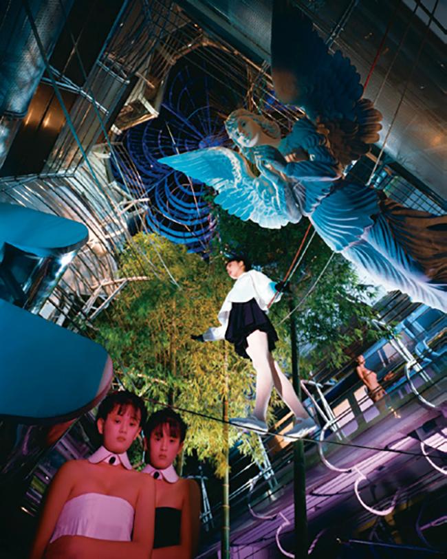 """4. 写真機を複数結合した""""シノラマ""""を用いた作品。「TOKYO NUDE」[表参道・結晶のいろ]1986-92年"""