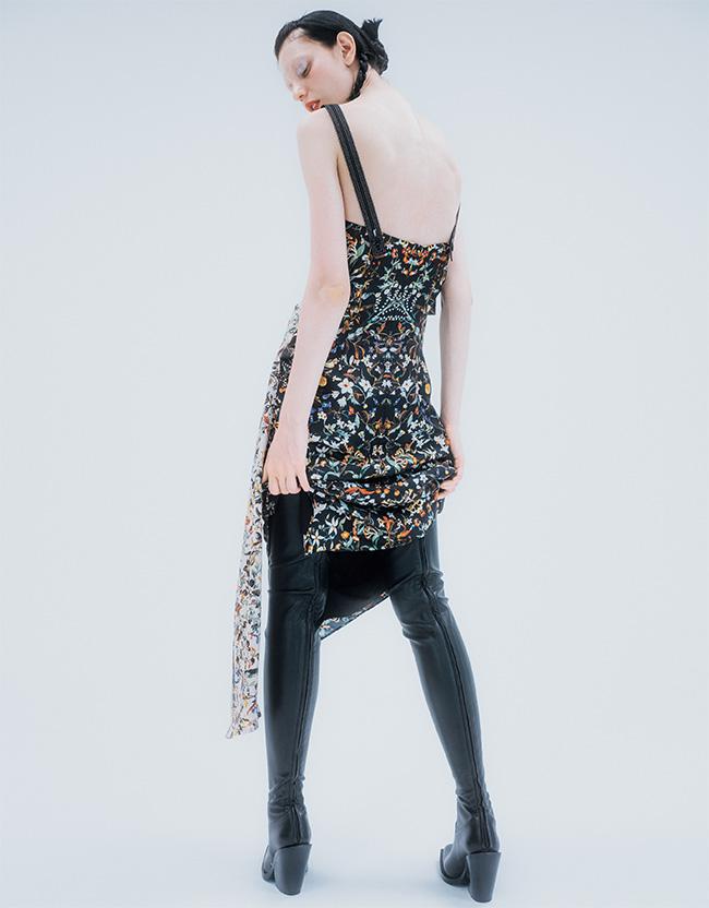 ドレス¥231,000 ブーツ¥269,500(ともに予定価格)/Burberry(バーバリー・ジャパン 0066-33-812819)