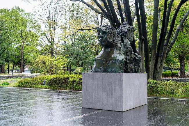 マーク・マンダース《2つの動かない頭部》 2015-2016年 「マーク・マンダース —マーク・マンダースの不在」展示風景、東京都現代美術館、2021年 Photo:Tomoki Imai