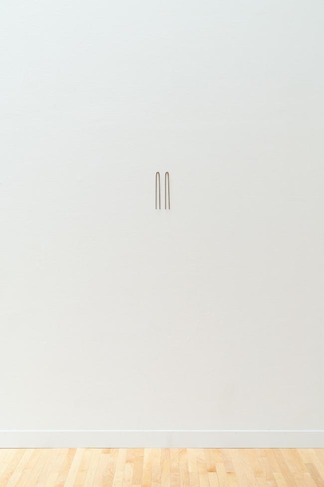 マーク・マンダース《短く悲しい思考》1990年 「マーク・マンダース —マーク・マンダースの不在」展示風景、東京都現代美術館、2021年 Photo:Tomoki Imai