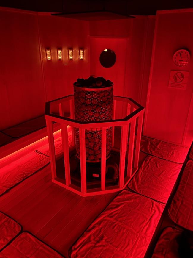 サウナ室「Fire Red」