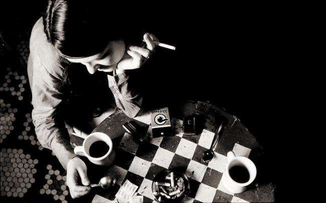 『コーヒー&シガレッツ』 2003年  © Smokescreen Inc.2003 All Rights Reserved