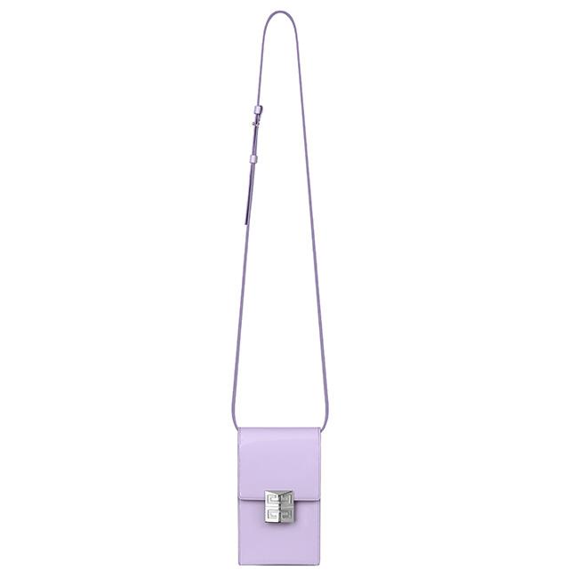 バッグ(W11×H18.5×D5cm)¥115,500/Givenchy(ジバンシィ表参道店 03-3404-0360)