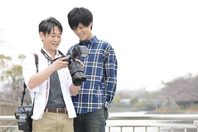 七崎良輔さんと夫の古川亮介さん。Photo:佐川大輔