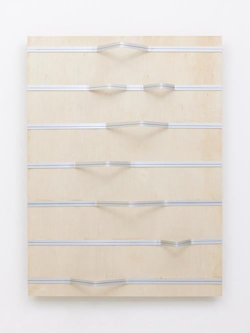 菅木志雄『空傾』(2021)photo by Kenji Takahashi © Kishio Suga, Courtesy of Tomio Koyama Gallery