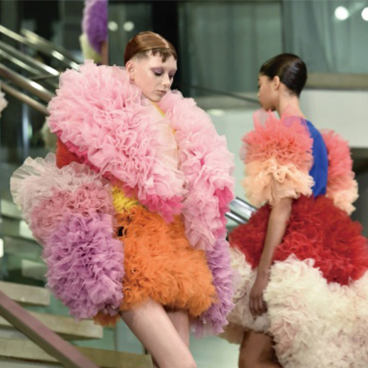 【インタビュー】「トモ コイズミ」小泉智貴に訊く、楽しいファッションとは?
