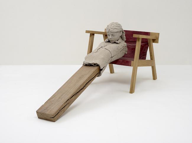 マーク・マンダース 『椅子の上の乾いた像』 (2011-15年) Photo: Ichiro Otani