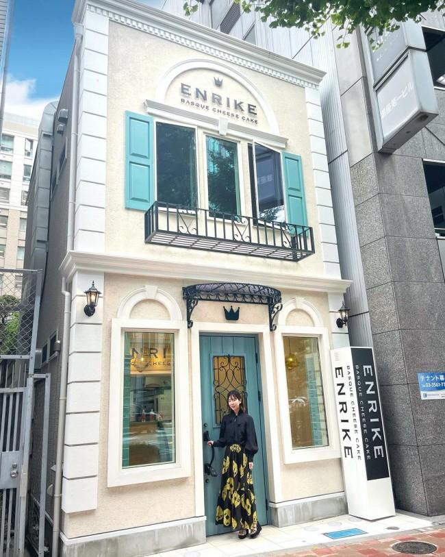 今年6月末にオープンした、BASQUE CHEESE CAKE ENRIKE。オープンからまもなく、予約困難なスイーツとして話題に。(インスタグラム@eri.ogawa1102より)