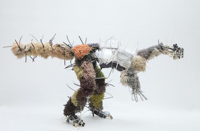 ユリア・クラウゼ=ハーダー『Juravenator』 2013年 ミクストメディア 51×40×104cm Foto: Atelier Goldstein