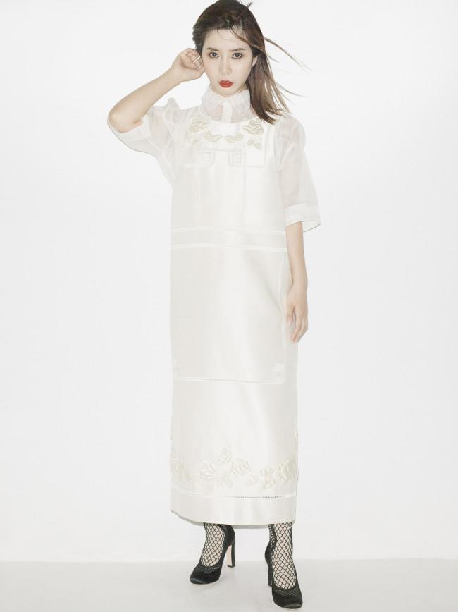 Numero TOKYO 2021年6月号より。フェンディの私服で撮影。