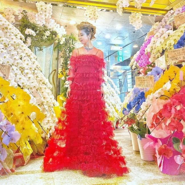 引退式の最終日はヴァレンティノのドレスを着て。(インスタグラム@eri.ogawa1102より)
