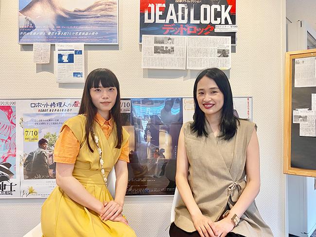 K's cinemaにて対談を終えたイシヅカユウ(左)と長田杏奈(右)に記念写真を撮影させてもらった。