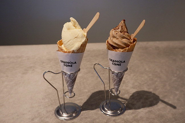 小川珈琲オリジナル タヒチ産バニラのジェラート 小川珈琲オリジナル カフェオレソフトクリーム 各¥500