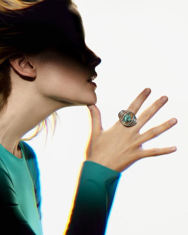 リング(オーバルカット ブルーグリーントルマリン1石:4.61ct×ホログラフィック ロッククリスタル×ダイヤモンド×ホワイトゴールド)¥17,424,000(予定価格)