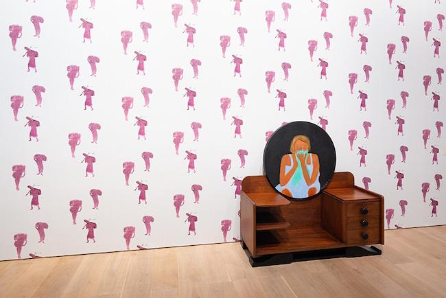 ベアトリス・ゴンザレス 《悲嘆に直面して》 2019年 Courtesy: Casas Riegner, Bogotá 展示風景:「アナザーエナジー展:挑戦しつづける力―世界の女性アーティスト16人」森美術館(東京)2021年 撮影:古川裕也 画像提供:森美術館
