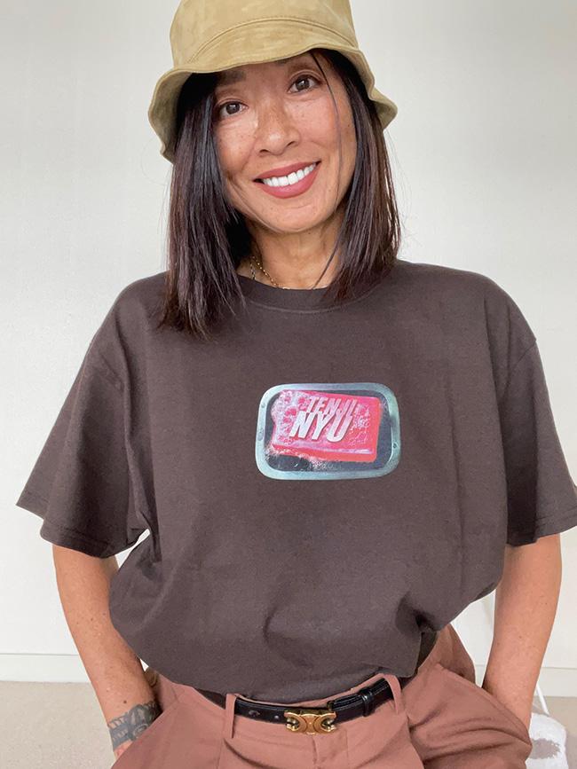 一番のお気に入りは銭湯、北品川温泉天神湯で手に入れたオリジナルTシャツ。店主自ら手がけるデザインが気に入っている