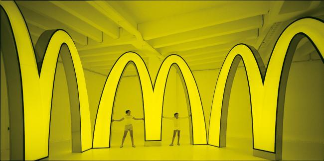 2001年「第49回ヴェネチア・ビエンナーレ国際美術展」日本館での展示風景。 ®McDonald's Corporation Courtesy of Masato Nakamura (Photo: Masato Nakamura)