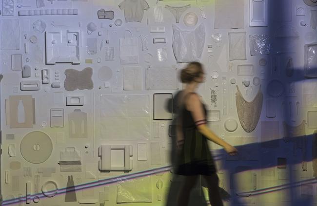 『イノセント・コレクション』1985‒2032年頃、インスタレーション/白い紙、厚紙、プラスチック、発泡スチロール、ほか(ワーク・イン・プログレス)、サイズ可変