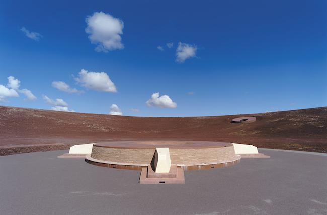 《ローデン・クレーター》の外観 アメリカ・アリゾナ州 © James Turrell