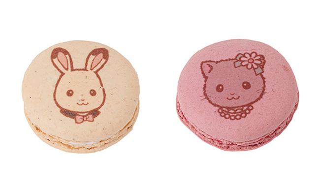 限定プリントマカロン(左)「フレア」(ヴァニーユ)(右)「スカイ」(フランボワーズ)各¥432