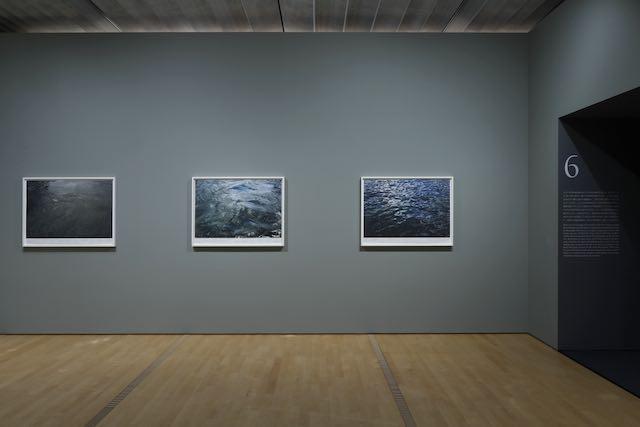 『静かな水(テムズ川、例として)』(部分)1999年 Photo: Koroda Takeru © Roni Horn