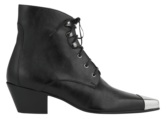 ブーツ ヒール6cm ¥159,500/Saint Laurent by Anthony Vaccarello(サンローラン クライアントサービス 0120-95-2746)