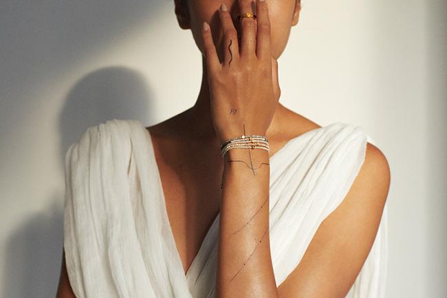 """""""I am"""" Donation ダイヤモンド ブレスレット ¥5,500/¥8,800、""""I am"""" Donation キューブ グレー ダイヤモンド ブレスレット ¥44,000"""